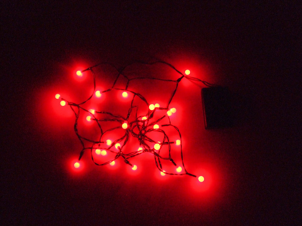 led lichterkette blau oder rot batterie betrieben 10 bis 30 leds auswahl ebay. Black Bedroom Furniture Sets. Home Design Ideas